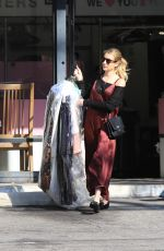 AMM ROBERTS Out Shopping in Los Angeles 01/11/2020