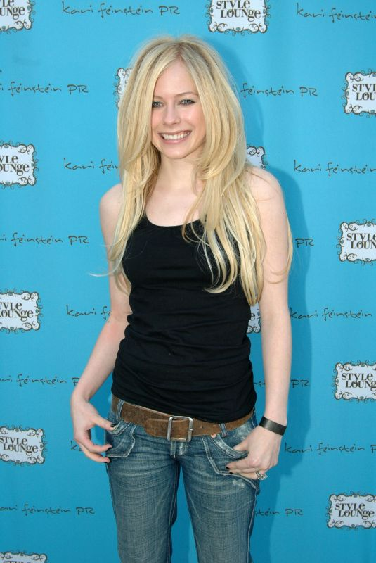 AVRIL LAVIGNE at Golden Globes Style Lounge 01/12/2006