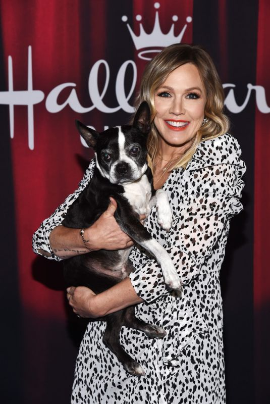 JENNIE GARTH at 2020 American Rescue Dog Show in Santa Monica 01/19/2020