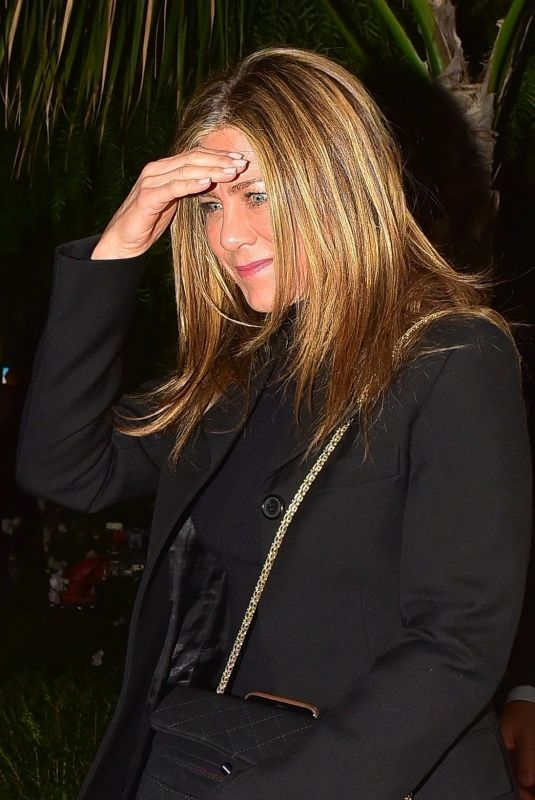 JENNIFER ANISTON at San Vicente Bungalow in West Hollywood 01/10/2020