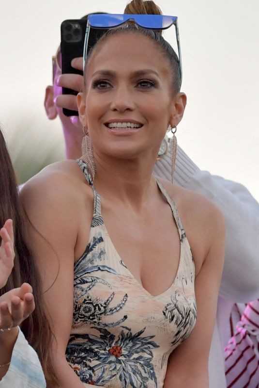 JENNIFER LOPEZ at Pegasus World Cup at Gulfstream Park in Hallandale 01/25/2020