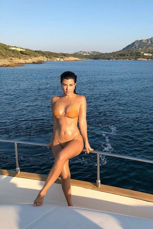 KOURTNEY KARDASHIAN in Bikini at a Boat – Instagram Photo 01/16/2020