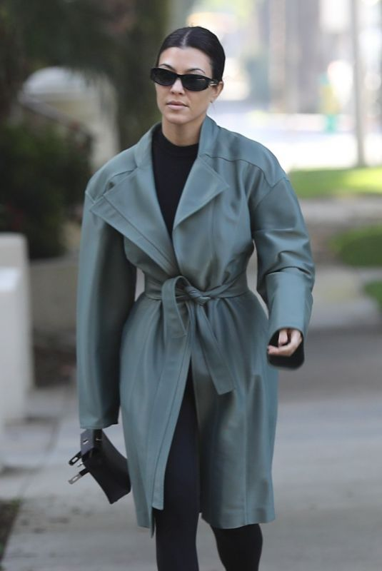 KOURTNEY KARDASHIAN Out and About in Calabasas 01/28/2020