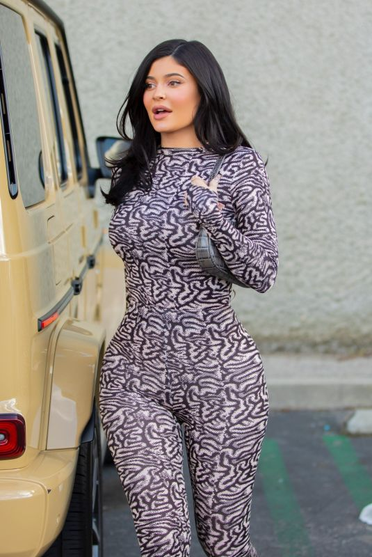 KYLIE JENNER Leaves Polacheck's Jewelers in Calabasas 01/16/2020