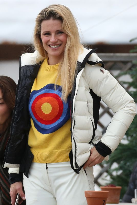 MICHELLE HUNZIKER Out in San Cassiano 01/03/2020