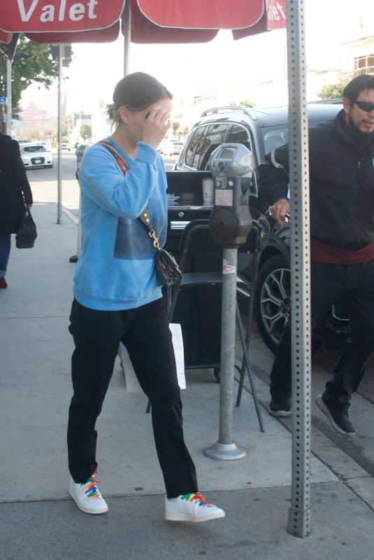NATALIE PORTMAN Leaves Crossroads Restaurant in Los Angeles 01/15/2020