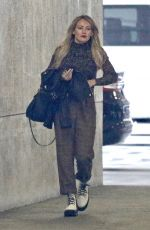 pHILARY DUFF Leaves an Office in Burbank 01/16/2020