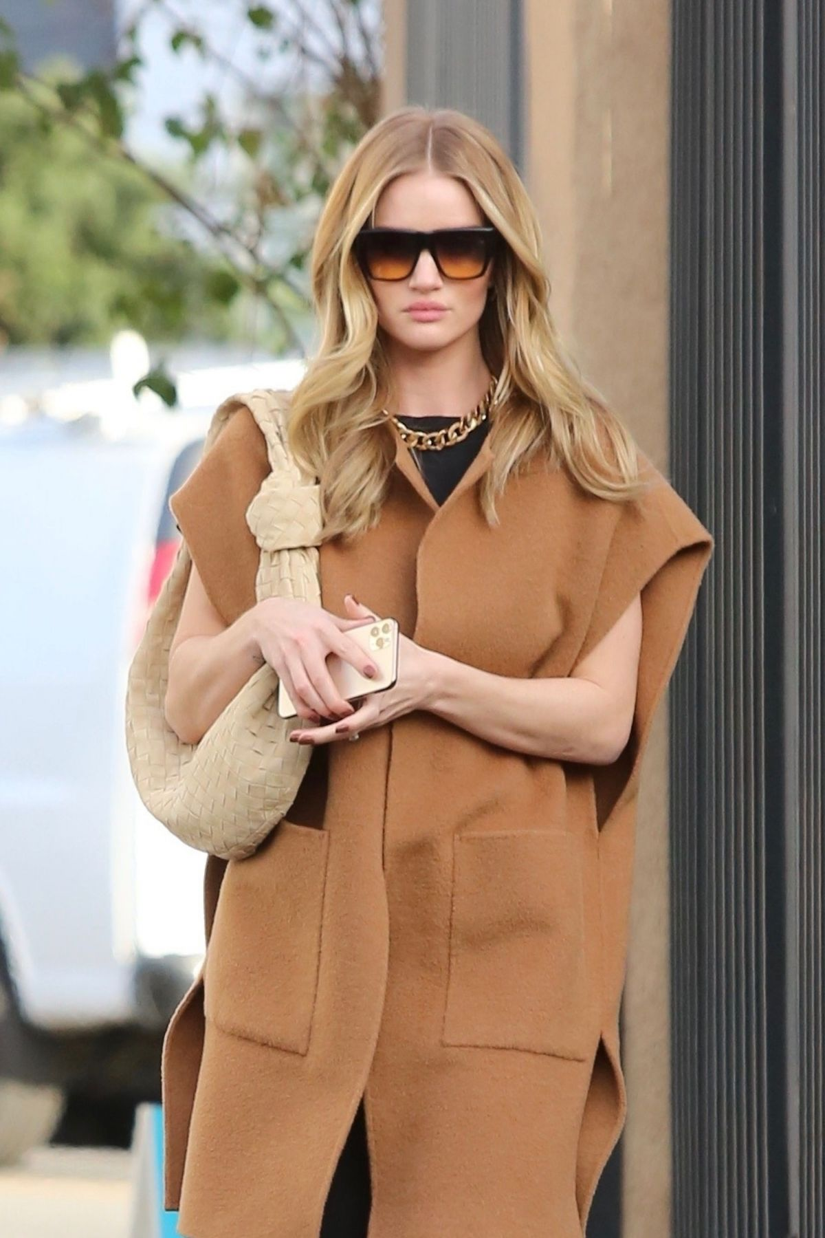 ROSIE HUNTINGTON-WHITELEY Arrives at a Studio in London