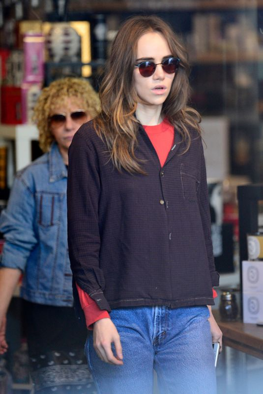 SUKI WATERHOUSE Shopping at Candle Delirium Store in West Hollywood 01/09/2020