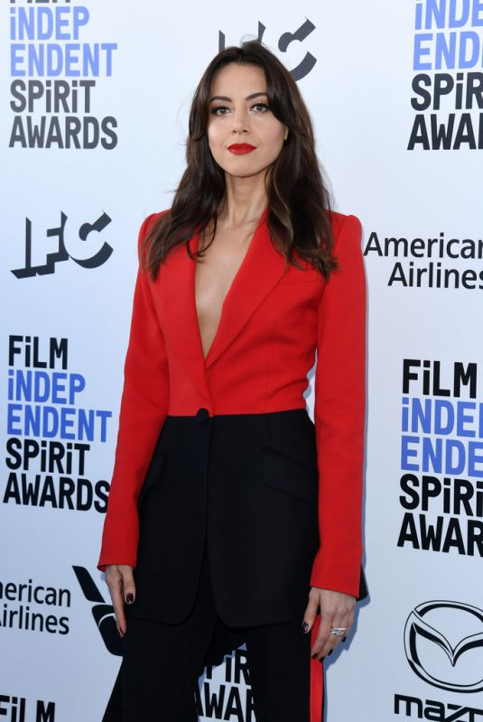 AUBREY PLAZA at 2020 Film Independent Spirit Awards in Santa Monica 02/08/2020