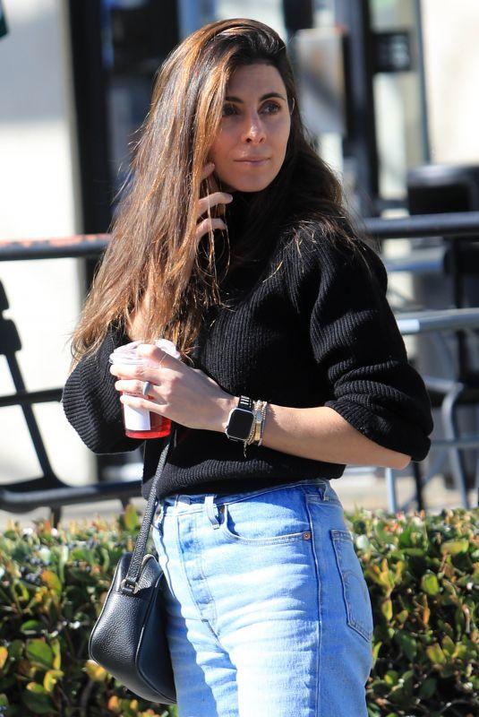 JAMIE-LYNN SIGLER at Starbucks Near Her Home in Sherman Oaks 02/17/2020