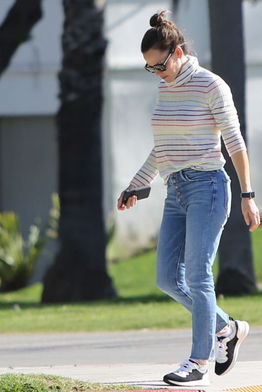 JENNIFER GARNER Out and About in Brentwood 02/26/2020