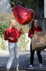 JENNIFER LOVE HEWITT Preparing for a Valentine