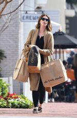 KATHERINE SCHWARZENEGGER Shopping in Pacific Palisades 02/15/2020