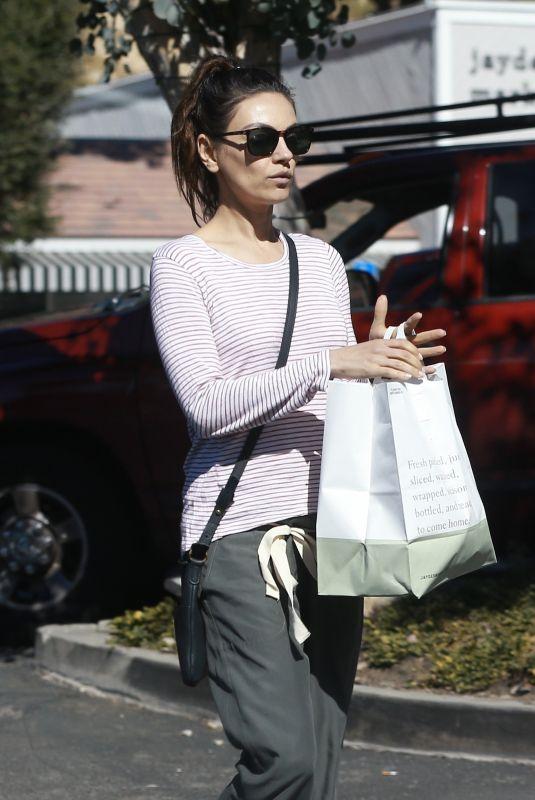 MILA KUNIS Shopping at Beverly Glen Grocery Market in Bel Air 02/26/2020