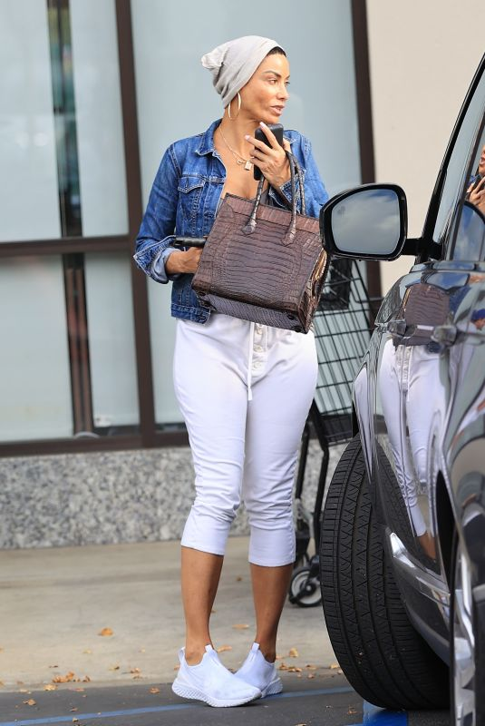 NICOLE MURPHY Out Shopping in West Hollywood 02/22/2020