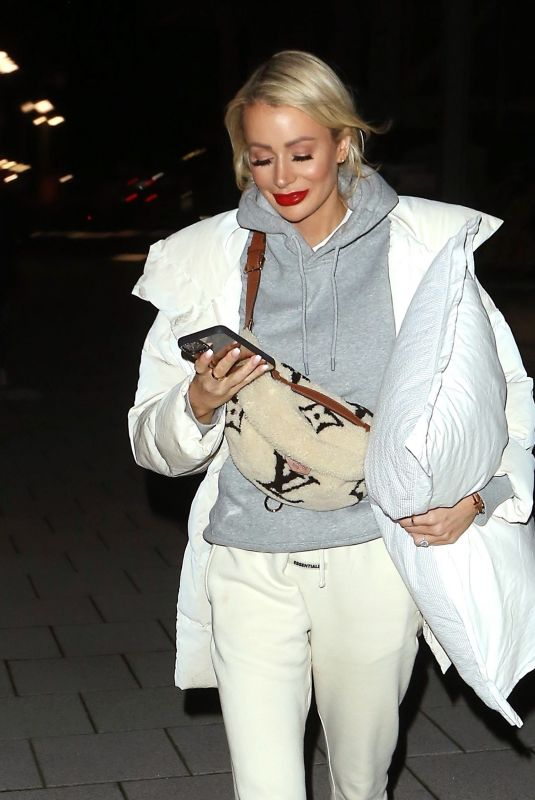 OLIVIA ATTWOOD Leaves Love Island Aftersun Set in London 02/03/2020