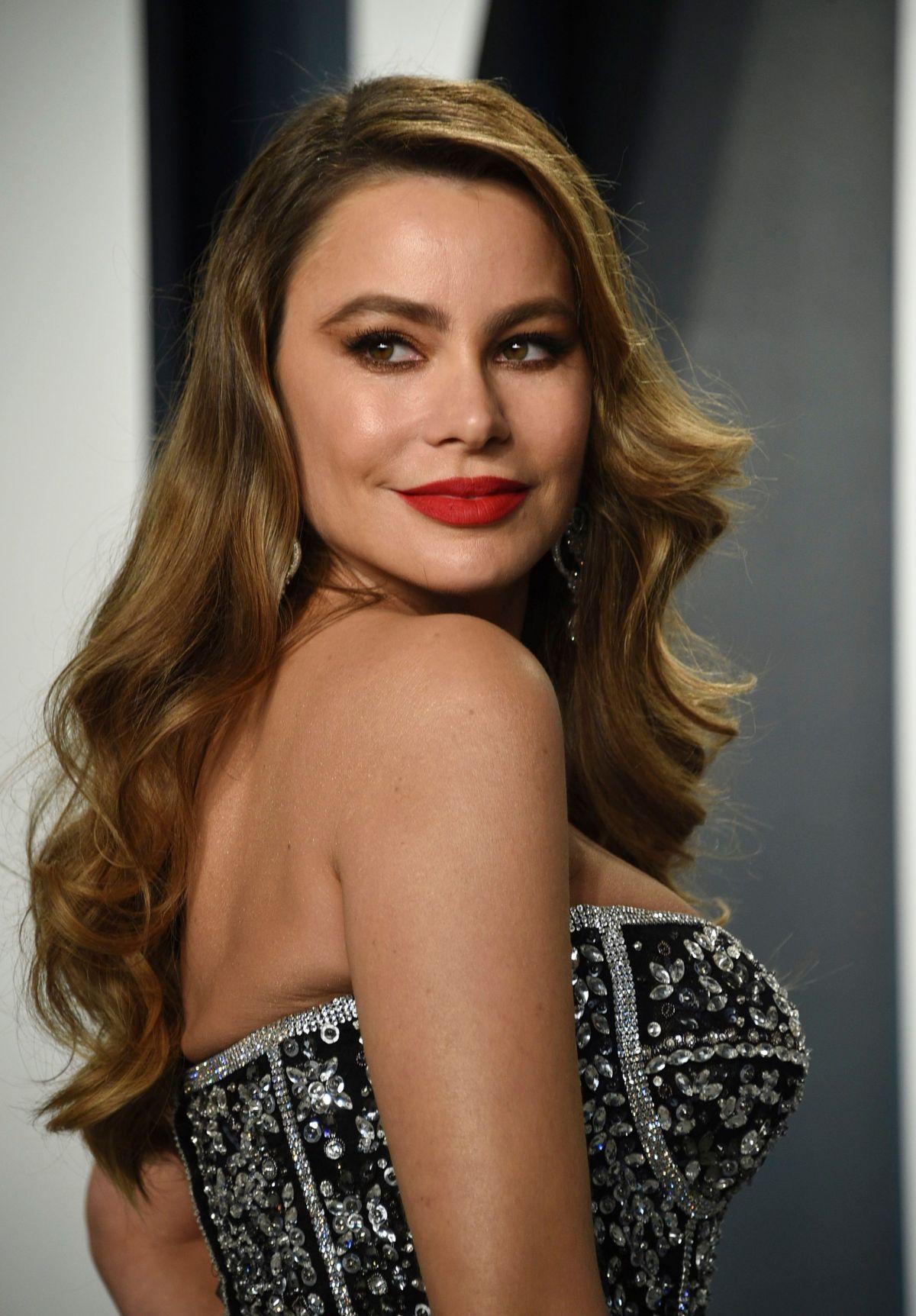 SOFIA VERGARA At Vanity Fair Oscar Party In Beverly Hills