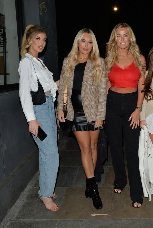 AMBER TURNER, CHLOE MEADOWS and COURTNEY GREEN at Cecconi's Restaurant in London 03/14/2020