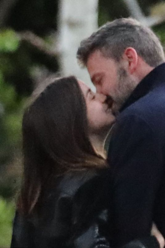 ANA DE ARMAS and Ben Affleck Out Kissing in Los Angeles 03/23/2020
