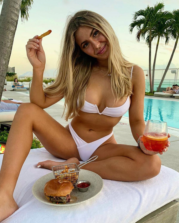 beatrice-bouchard-in-bikinis-instagram-p