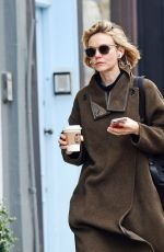 CAREY MULLIGAN Out and About in Nothing Hill 03/10/2020