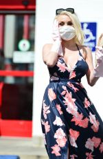 COURTNEY STODDEN Wearing a Home Made Mask and a Pair of Washing Up Gloves Out in Los Angeles 03/18/2020