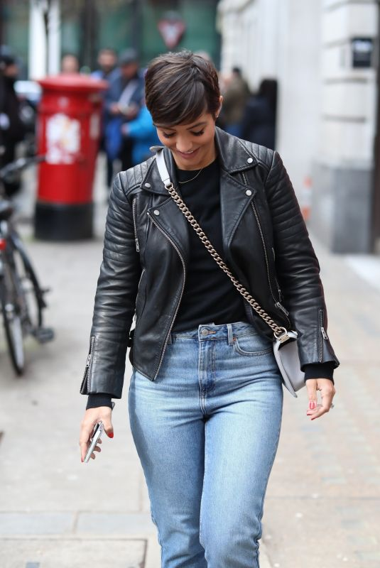 FRANKIE BRIDGE Out and About in London 03/01/2020