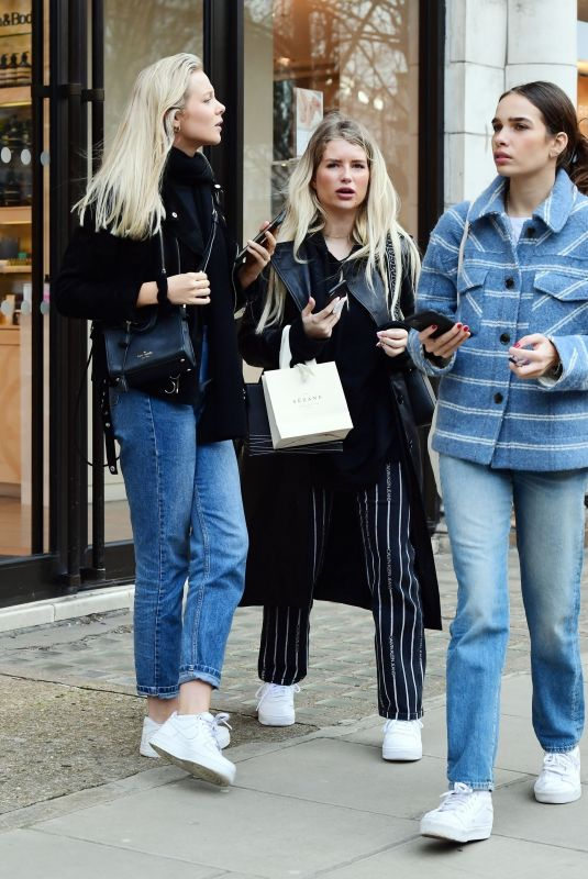 HANA CROSS and LOTTIE MOSS Out Smoking in Notting Hill 03/11/2020