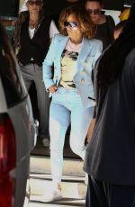 JENNIFER LOPEZ Shopping at Miami Design District 03/05/2020