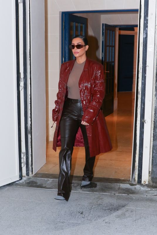 KIM KARDASHIAN Leaves Her Hotel in Paris 03/02/2020