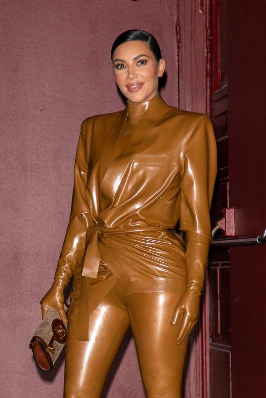 KIM KARDASHIAN Leaves Kanye West's Sunday Service at Theatre des Bouffes du Nord in Paris 03/01/2020