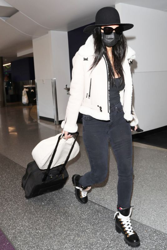 NICOLE SCHERZINGER Wears Black Face Mask at Los Angeles International Airport 03/11/2020
