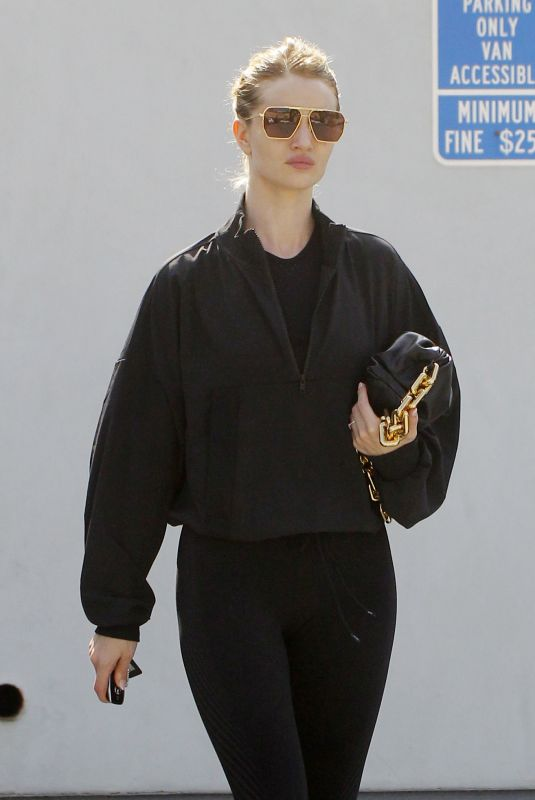 ROSIE HUNTINGTON-WHITELEY in Tights Leaves a Gym in Los Angeles 03/07/2020
