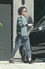 SARA GILBERT Returns Home After Spending Time with Linda Perry 03/29/2020