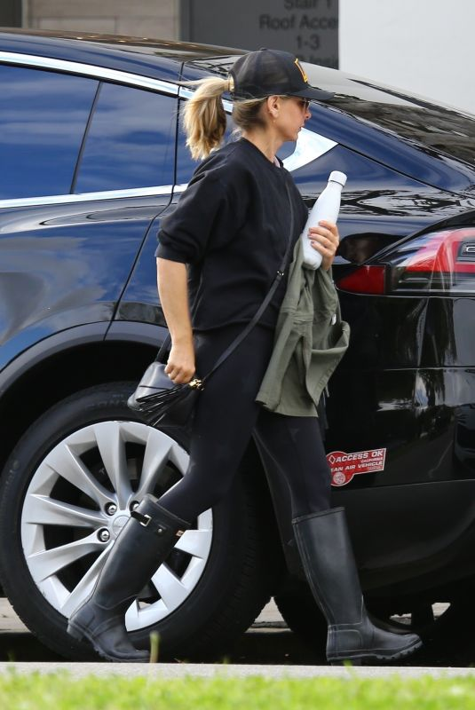 SARAH MICHELLE GELLAR Arrives at a Gym in Brentwood 03/11/2020