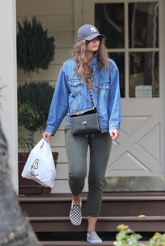 TAYLOR HILL Leaves Le Pain Quotidien in Beverly Hills 03/11/2020