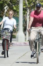 TAYLOR NEISEN and Liev Schreiber Out Riding Bikes in Venice Beach 03/25/2020