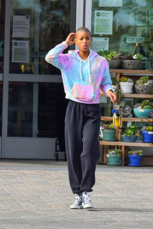 WILLOW SMITH Leaves Whole Foods in Malibu 03/28/2020