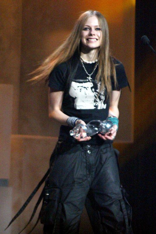 AVRIL LAVIGNE at Juno Awards in Ottawa 04/05/2003