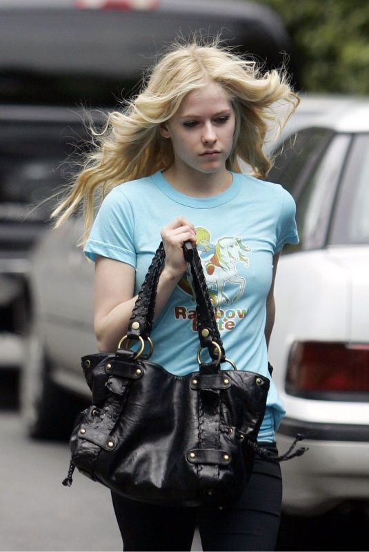 AVRIL LAVIGNE Out in Beverly Hills 03/31/2006