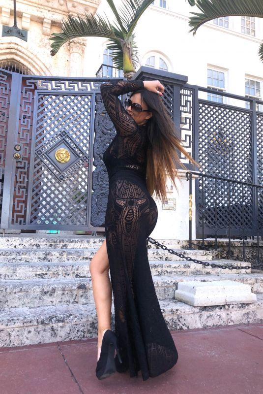 CLAUDIA ROMANI Poses by SoBe Landmark 04/22/2020