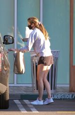 ERIN ANDREWS Wearing Mask Out Picking up Lunch in Los Angeles 04/15/2020