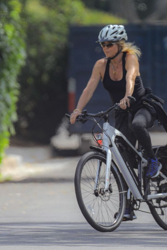 GOLDIE HAWN Out Riding a Bike in Palisades 04/29/2020