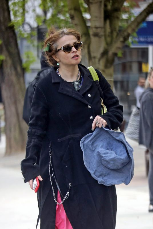 HELENA BONHAM CARTER Shopping at Budgens Supermarket in London 04/08/2020