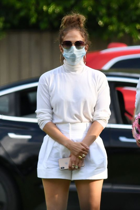 JENNIFER LOPEZ Wearing Mask at Alex Rodriguez