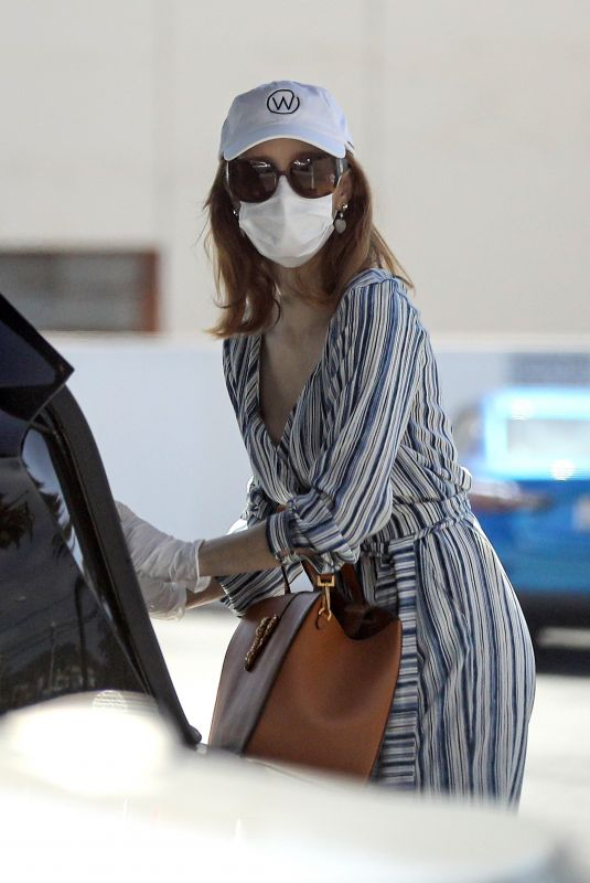 JESSICA CHASTAIN Wearing Mask at CVS in Palos Verdes 04/18/2020