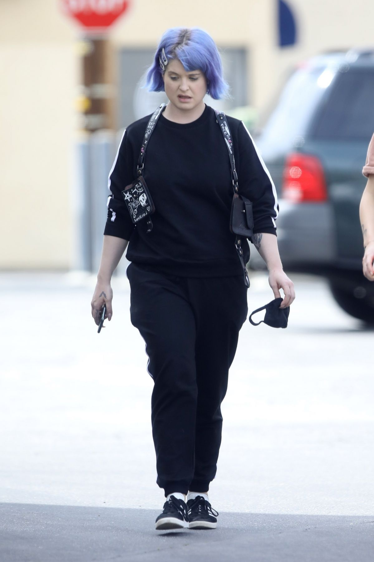KELLY OSBOURNE Pick Up Take Out Lunch Out in Los Angeles ...Kelly Osbourne 2020 Diet