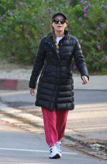LESLIE MANN and Judd Apatow Out in Brentwood 04/02/2020