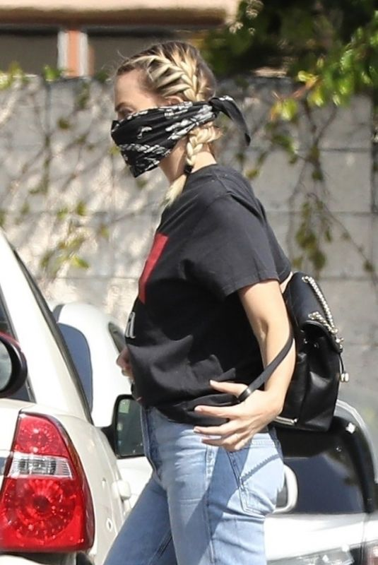 MARGOT ROBBIE Wearing Skull Bandana as Makeshift Mask Out in Los Angeles 04/01/2020